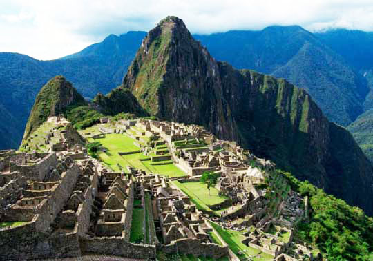 an analysis of the different views of the incan empire Similarities and differences between the aztec and inca in conclusion both civilizations flourished in their own way many of the characteristics displayed between the inca and aztec empire are different but in a way they both succeeded at creating a massive population with organized laws.